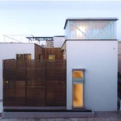 Maisons modernes par ツチヤタケシ建築事務所 Moderne