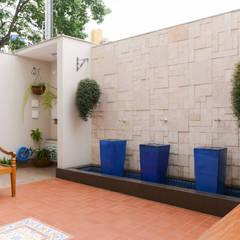 Residência Jardim Avelino: Jardins modernos por LAM Arquitetura   Interiores