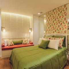 Apartamento Bairro Funcionários: Quartos  por Rosangela C Brandão Interiores