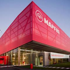 Centro de Servicio del Automóvil MAPFRE: Concesionarios de estilo  de Beriot, Bernardini arquitectos