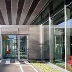 Autodealers door Beriot, Bernardini arquitectos