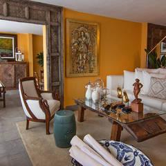 Residencia Tepoztlán: Salas de estilo moderno por Olivia Aldrete Haas