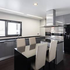 ML House: Cozinhas  por JPS Atelier - Arquitectura, Design e Engenharia