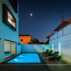 ML House: Piscinas  por JPS Atelier - Arquitectura, Design e Engenharia,Moderno