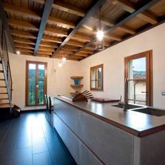 cascinale: Cucina in stile  di marco bonucci fotografo