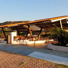 el garage: Garajes de estilo  por Excelencia en Diseño