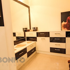 Dressing room by homify, Asian