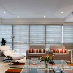 Living room by Angela Ognibeni Arquitetura e Interiores, Modern