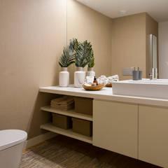 Andar Modelo - Oeiras: Casas de banho  por Traço Magenta - Design de Interiores,