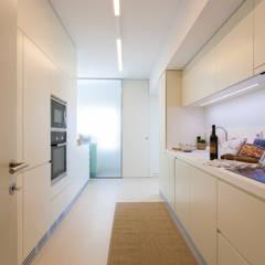 Cozinha: Cozinhas  por Traço Magenta - Design de Interiores