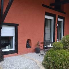 face sud de la grange aprés travaux: Maisons de style de style eclectique par KREA Koncept