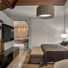 Residência AM: Quartos  por Isabela Canaan Arquitetos e Associados