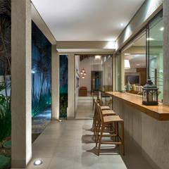 Residência AM: Terraços  por Isabela Canaan Arquitetos e Associados