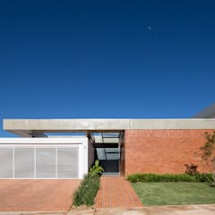 Casa Malva, Bloco Arquitetos: Casas  por Joana França