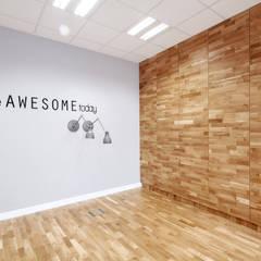 Wnętrza biurowe 'Futuro Finance'  - przed wstawieniem stołów: styl , w kategorii Biurowce zaprojektowany przez DOKTOR ARCHITEKCI
