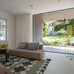 Sanierung Jugendstilvilla in Perchtoldsdorf:  Wohnzimmer von illiz architektur Wien Zürich