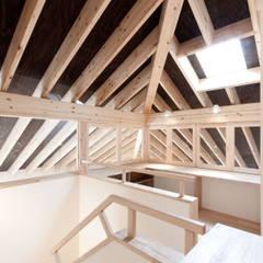 10*10_Haus: 有限会社 法澤建築デザイン事務所が手掛けた書斎です。