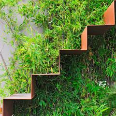 Giardino pensile tra cielo e acqua Annibale Sicurella - laborArch Balcone, Veranda & Terrazza in stile mediterraneo