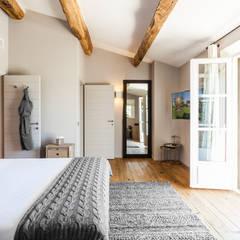 VILLA - GASSIN: Chambre de style  par PASSAGE CITRON