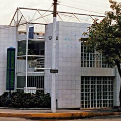 Libreria Noriega : Oficinas y tiendas de estilo  por Boué Arquitectos