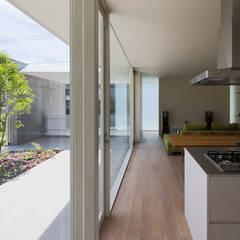 自由ヶ丘の家: MANI建築デザイン事務所が手掛けたリビングです。