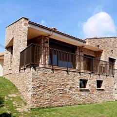 Vivienda en Antromero, Gozón, Asturias: Casas de estilo rural de Bocetto Interiorismo y Construcción