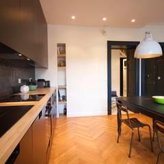 Une cuisine chic et sobre: Cuisine de style de style Moderne par Atelier[21]