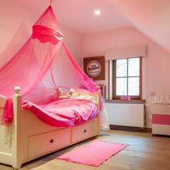 Nursery/kid's room by De Plankerij BVBA, Country Wood Wood effect