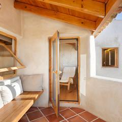 Balcones y terrazas de estilo rural de pedro quintela studio Rural