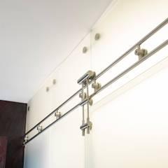 Remodelación de apartamento: Pasillos y vestíbulos de estilo  por Belhogar Diseños, C.A.