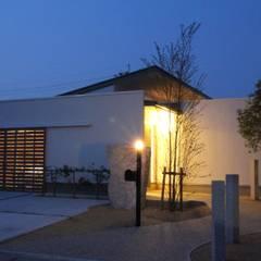 Casas modernas de 一級建築士事務所 Eee works Moderno