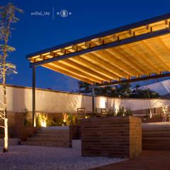 Iluminación jardín: Jardines de estilo minimalista por Región 4 Arquitectura