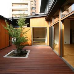 بلكونة أو شرفة تنفيذ 遠藤知世吉・建築設計工房