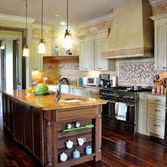 Nashville Country Home: country Kitchen by Aegam
