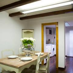 Comedor abierto a la cocina y salón: colonial Dining room by Upper Design by Fernandez Architecture Firm