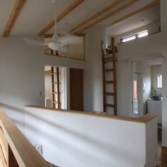 風が通り抜ける家 : アトリエグローカル一級建築士事務所が手掛けた廊下 & 玄関です。