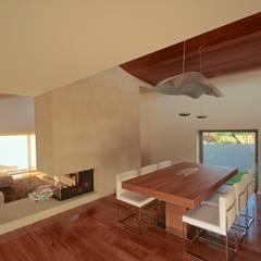 Salas / recibidores de estilo  por Urban Core