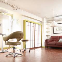 スタイリングルーム~ウェイティングルーム: モノマ建築設計事務所が手掛けたオフィススペース&店です。