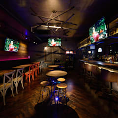 ホール: design work 五感+が手掛けたバー & クラブです。