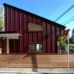 車椅子生活のための平屋住宅: 深澤設計が手掛けた家です。
