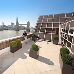 Roof terrace overlooking the River Thames:  Terrace by PrimaPorcelain
