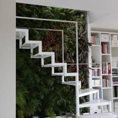 Apartamento Privado (Duplex) Zona do Lumiar/Lisboa - Portugal: Jardins  por LC Vertical Gardens