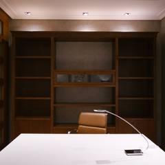 اتاق کار و درس by Stoc Casa Interiores