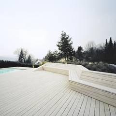 Terrassen-Landschaft Villa in Tübingen:  Pool von pur natur