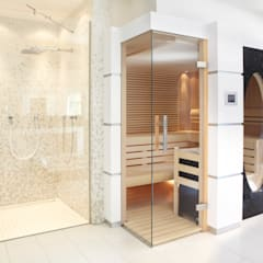 Sauna mit Glas über Eck und großem ovalen Fenster:  Spa von Erdmann Exklusive Saunen