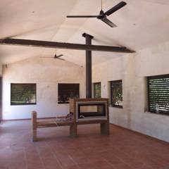 Casa de piscina - La Sierrezuela: Cocinas de estilo  de gsformato