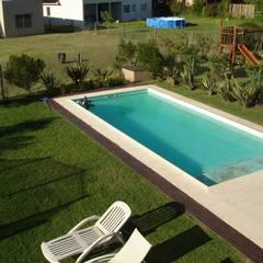 Jardín y pileta: Piletas de estilo  por Fainzilber Arqts.