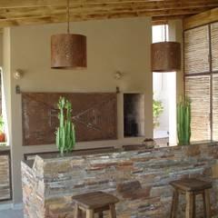 Casa en Barrio Cerrado: Jardines de invierno de estilo  por Fainzilber Arqts.