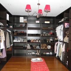 Dressing room by Arquitectos Building M&CC - (Marcelo Rueda, Claudio Castiglia y Claudia Rueda)