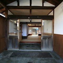 Corridor and hallway by 遠藤知世吉・建築設計工房